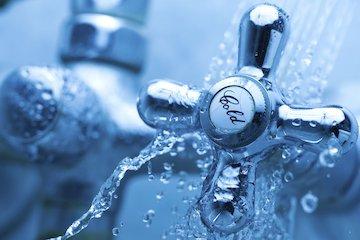 Wasserhahn altmodisch chrom-360x240